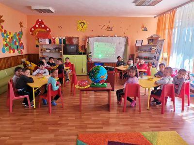 Участие в областен конкурс изложба В света на природата- Детска игроландия на тема Нашия дом, планетата Земя - Изображение 2